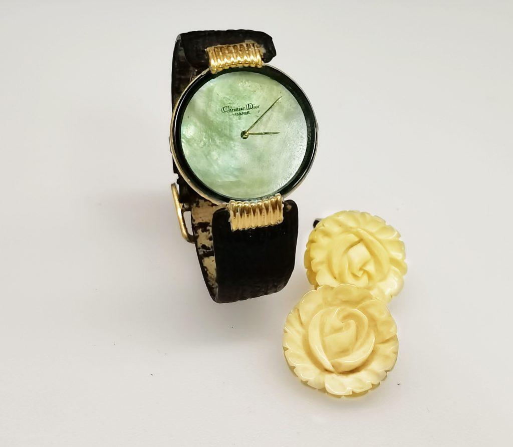 大马美食家与妻子的珍珠表和象牙耳环定情信物