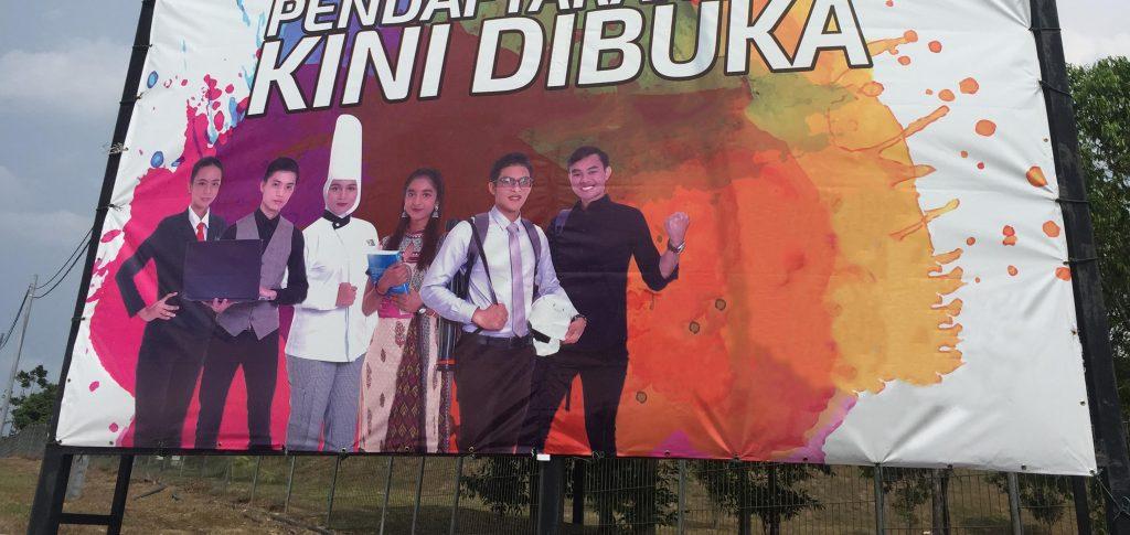 马来西亚食神-大马美食家廖城兰食公子儿子布条