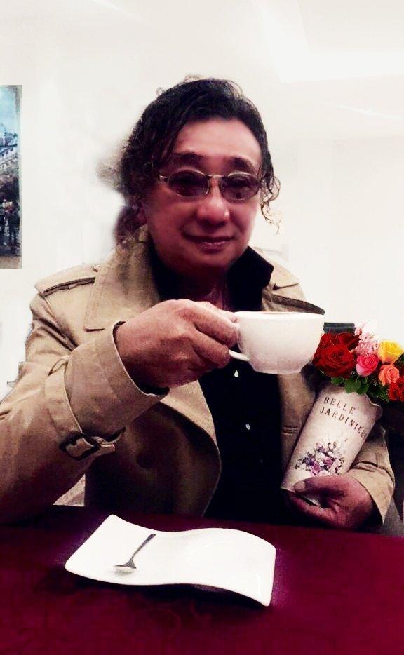 大马美食家送花予他的妻子李翠枝