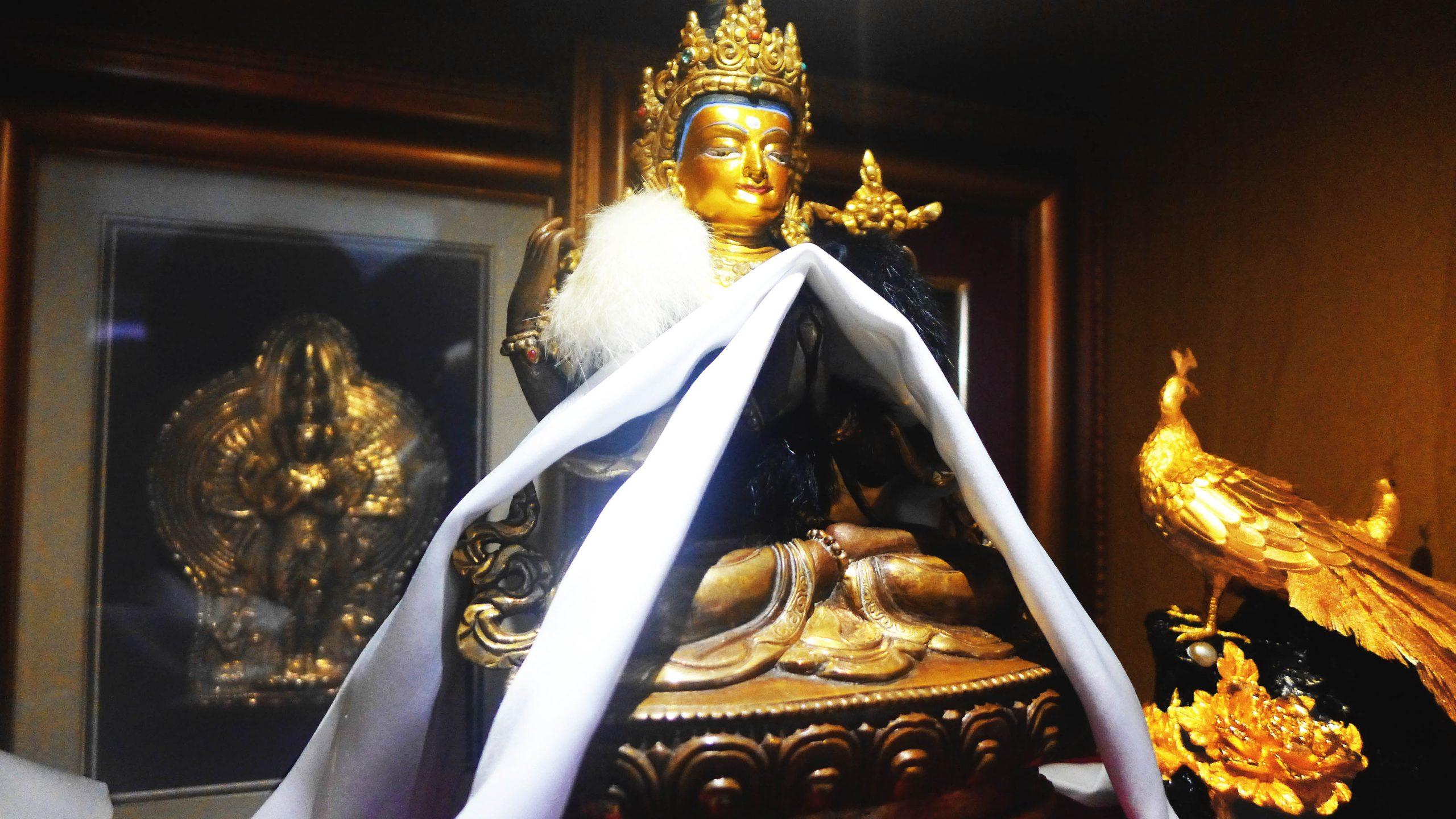 马来西亚食神-铜鎏金四臂观音像